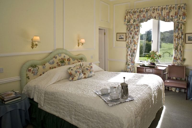 Hampshire Bed and Breakfast with double bed, orange and cream themed bedroom