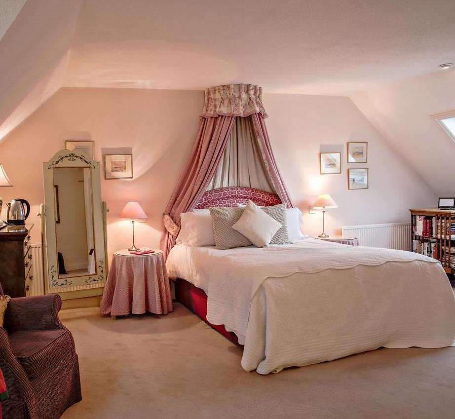 Bed and Breakfast in Hampshire, a beautiful double bedroom in our Hampshire B and B