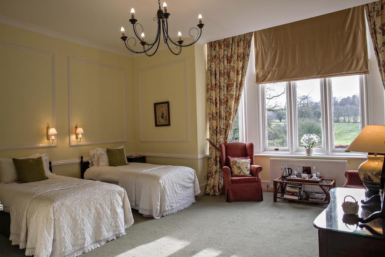 Bed and Breakfast in Hampshire beautiful twin bedroom overlooking 14 acres of wonderful grounds